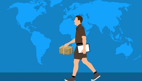 Paketbote vor Weltkarte - Amazon und die Corona-Krise